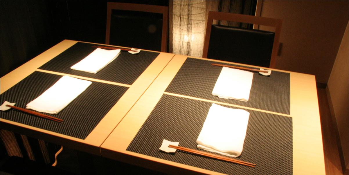 接待やご会食にぴったりのテーブル席