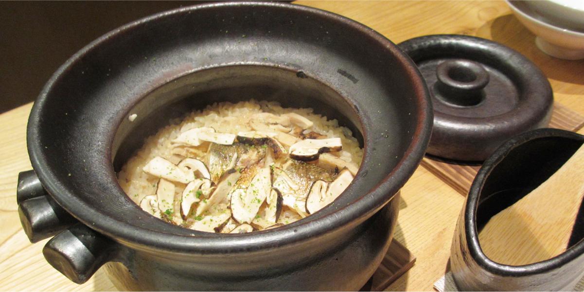 松茸の土鍋炊き込みご飯