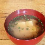 魚のアラでだしをとった味噌汁